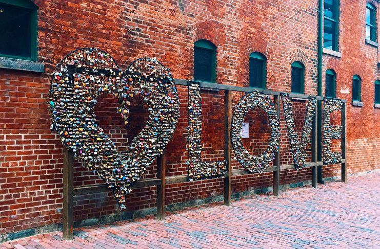 Toronto catalogada como una de las mejores ciudades para encontrar el amor